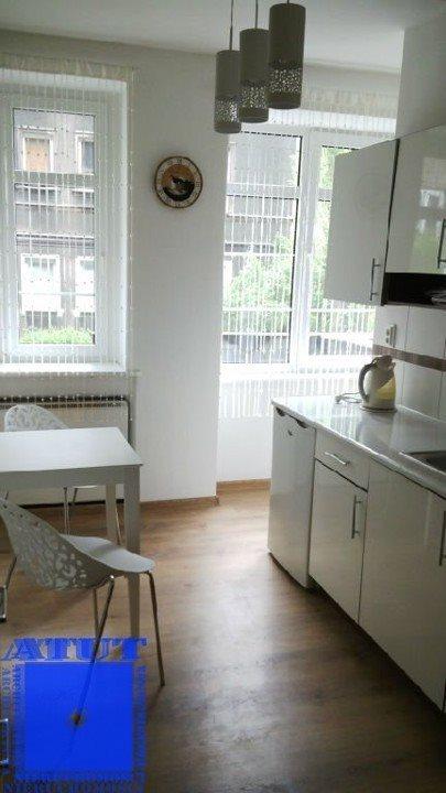 Mieszkanie dwupokojowe na wynajem Gliwice, Centrum, Wincentego Styczyńskiego  45m2 Foto 2