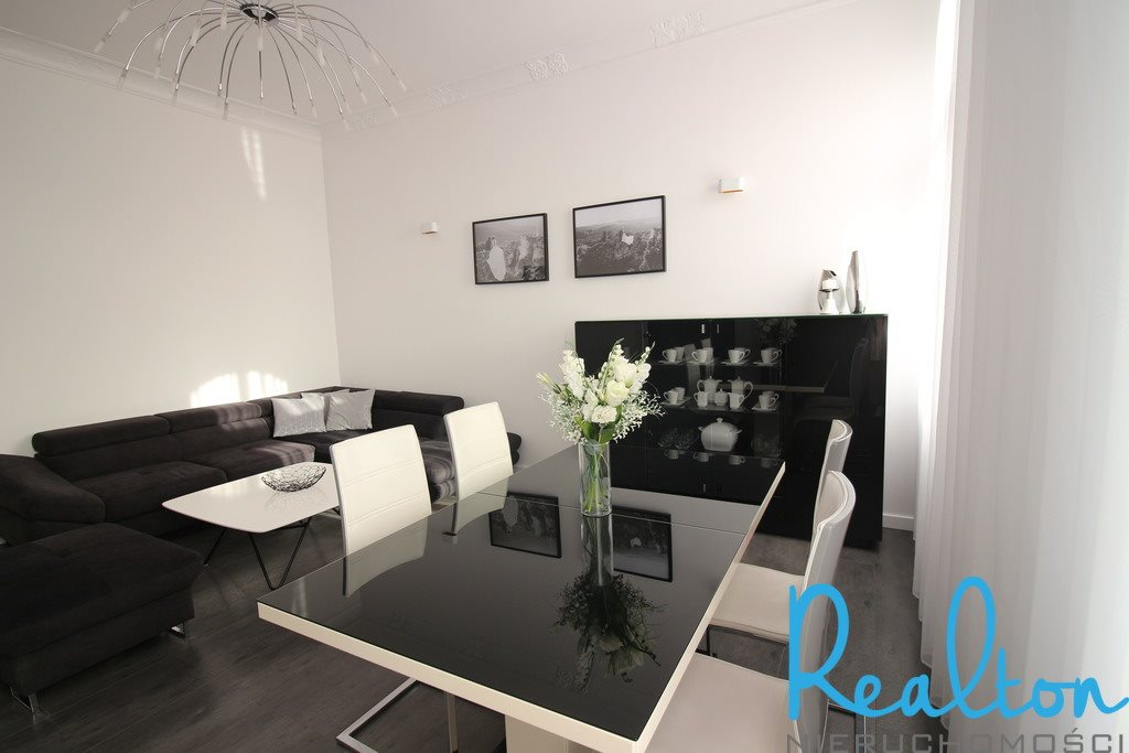 Mieszkanie czteropokojowe  na sprzedaż Zabrze, Wandy  139m2 Foto 1