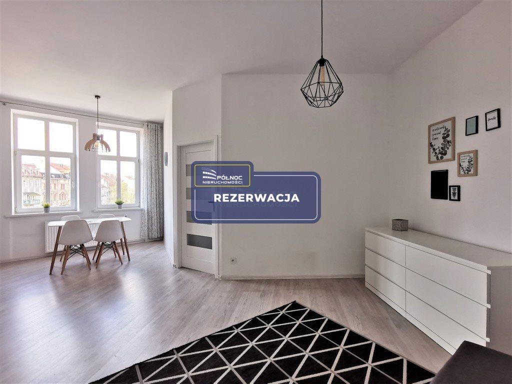 Mieszkanie trzypokojowe na sprzedaż Legnica, Wrocławska  65m2 Foto 1