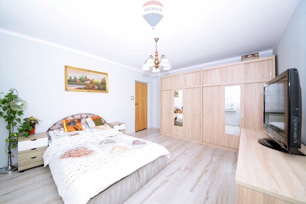 Mieszkanie trzypokojowe na sprzedaż Kęty  109m2 Foto 1