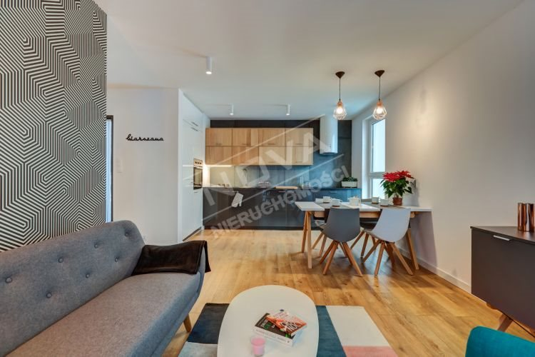 Mieszkanie trzypokojowe na wynajem Częstochowa, Śródmieście  110m2 Foto 1