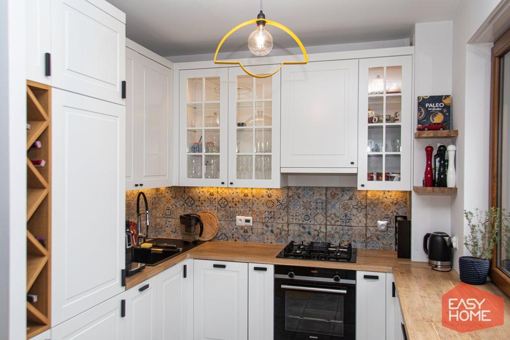 Mieszkanie czteropokojowe  na sprzedaż Sady  78m2 Foto 8