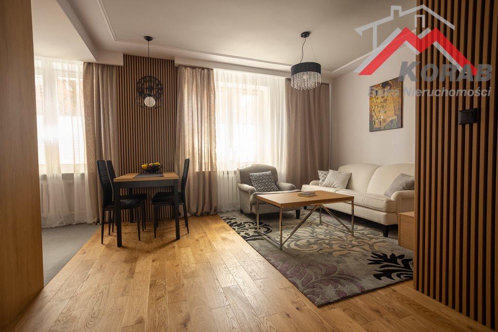 Mieszkanie trzypokojowe na sprzedaż Nowy Dwór Mazowiecki, Warszawska  68m2 Foto 2