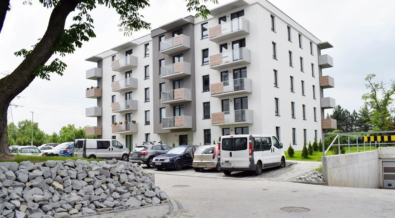 Mieszkanie trzypokojowe na sprzedaż Bielsko-Biała  69m2 Foto 1
