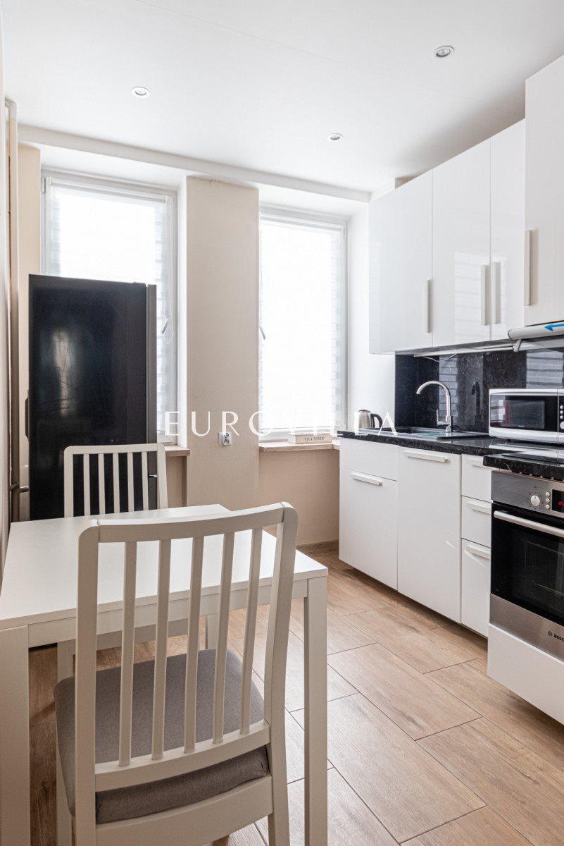 Mieszkanie dwupokojowe na sprzedaż Warszawa, Wola, Chmielna  53m2 Foto 1