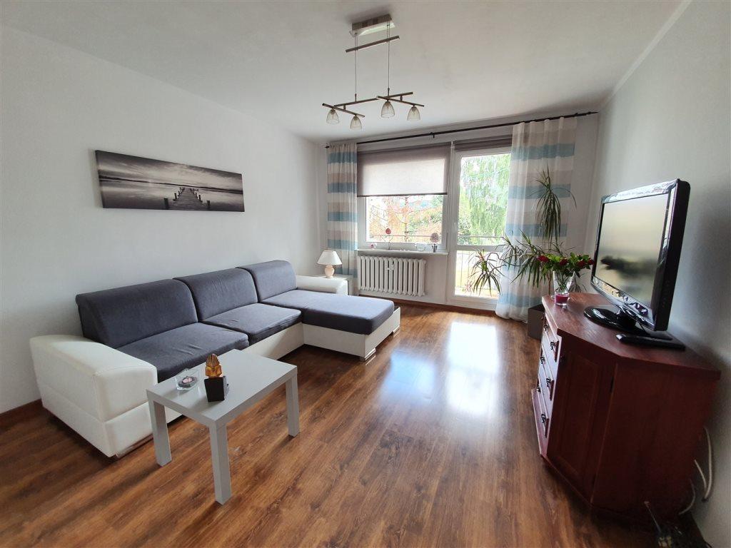 Mieszkanie trzypokojowe na sprzedaż Rumia, Janowo  60m2 Foto 1