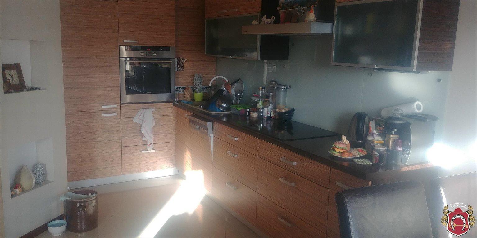 Mieszkanie trzypokojowe na sprzedaż Rumia, Janowo  79m2 Foto 2
