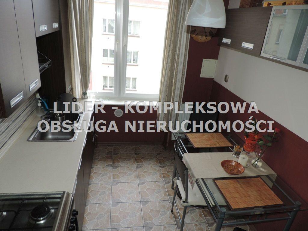 Mieszkanie trzypokojowe na wynajem Częstochowa, Centrum  61m2 Foto 1