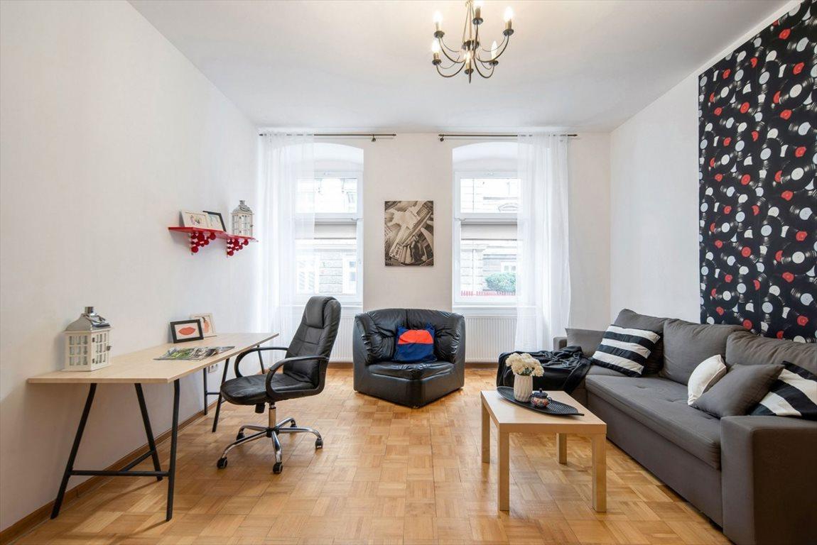 Mieszkanie dwupokojowe na sprzedaż Wrocław, Przedmieście Oławskie, Komuny Paryskiej  52m2 Foto 1
