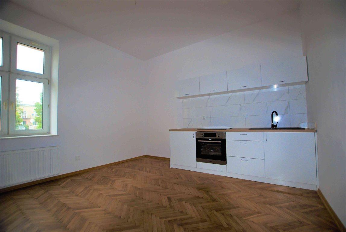 Mieszkanie dwupokojowe na wynajem Kielce, Centrum  54m2 Foto 2