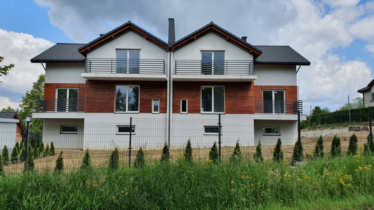 Mieszkanie czteropokojowe  na sprzedaż Bielsko-Biała  68m2 Foto 1