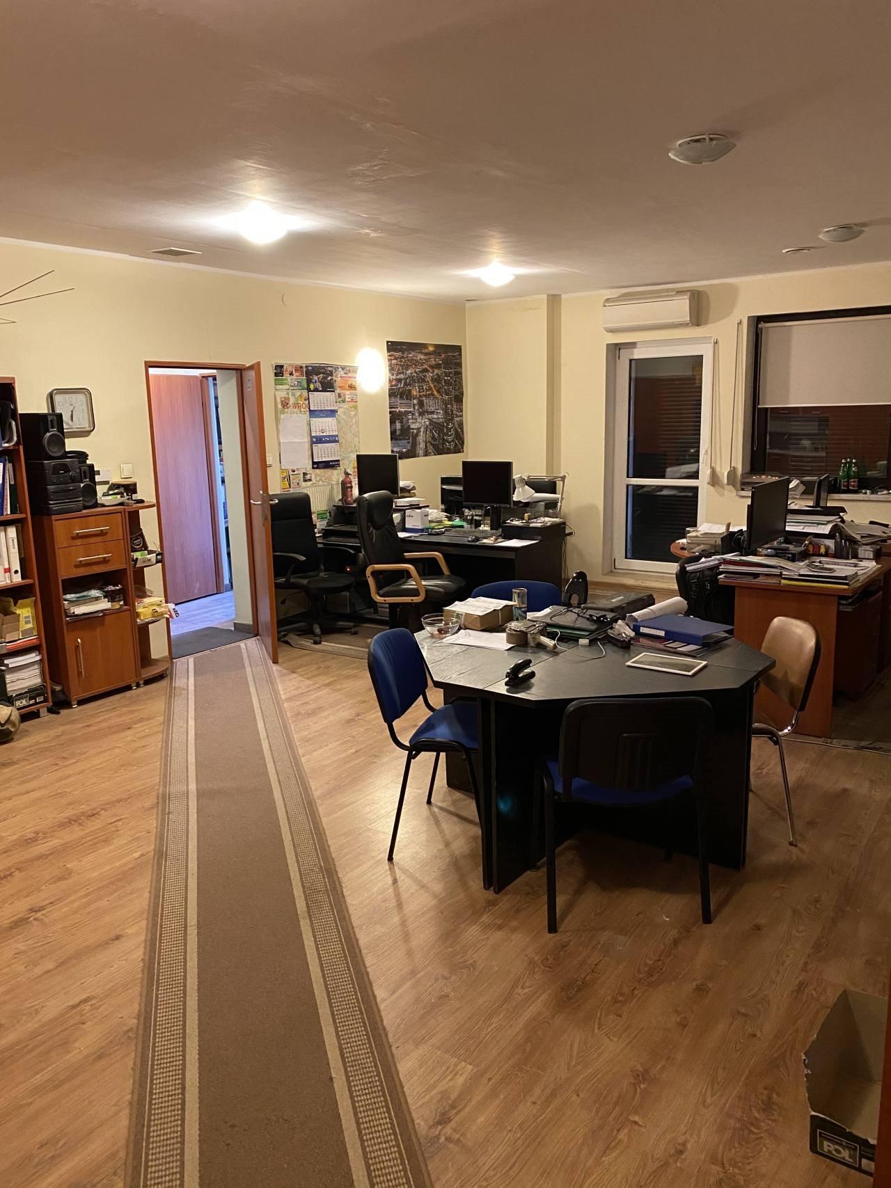 Mieszkanie czteropokojowe  na sprzedaż Cesarzowice  120m2 Foto 1