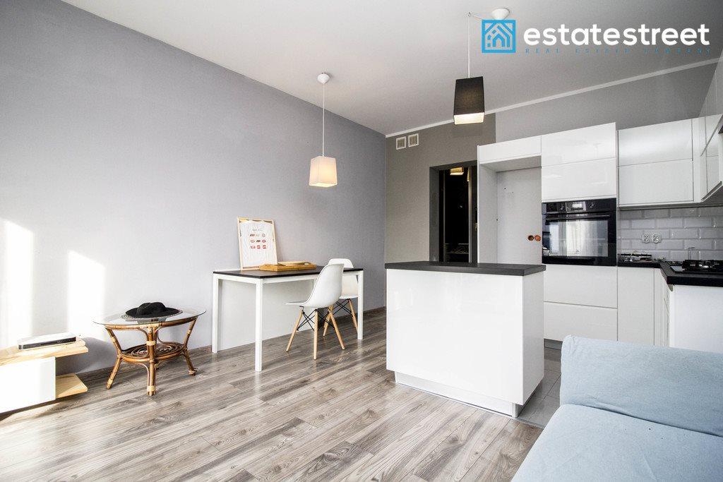 Mieszkanie dwupokojowe na sprzedaż Zakrzowiec  41m2 Foto 1