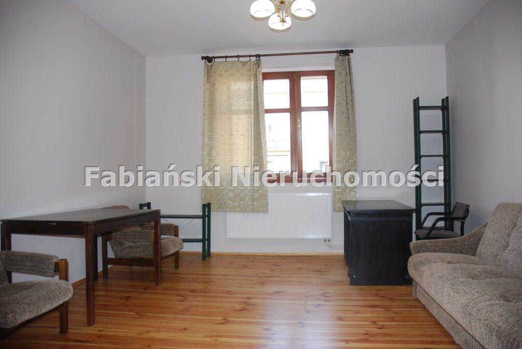 Mieszkanie trzypokojowe na wynajem Poznań, Łazarz  78m2 Foto 1