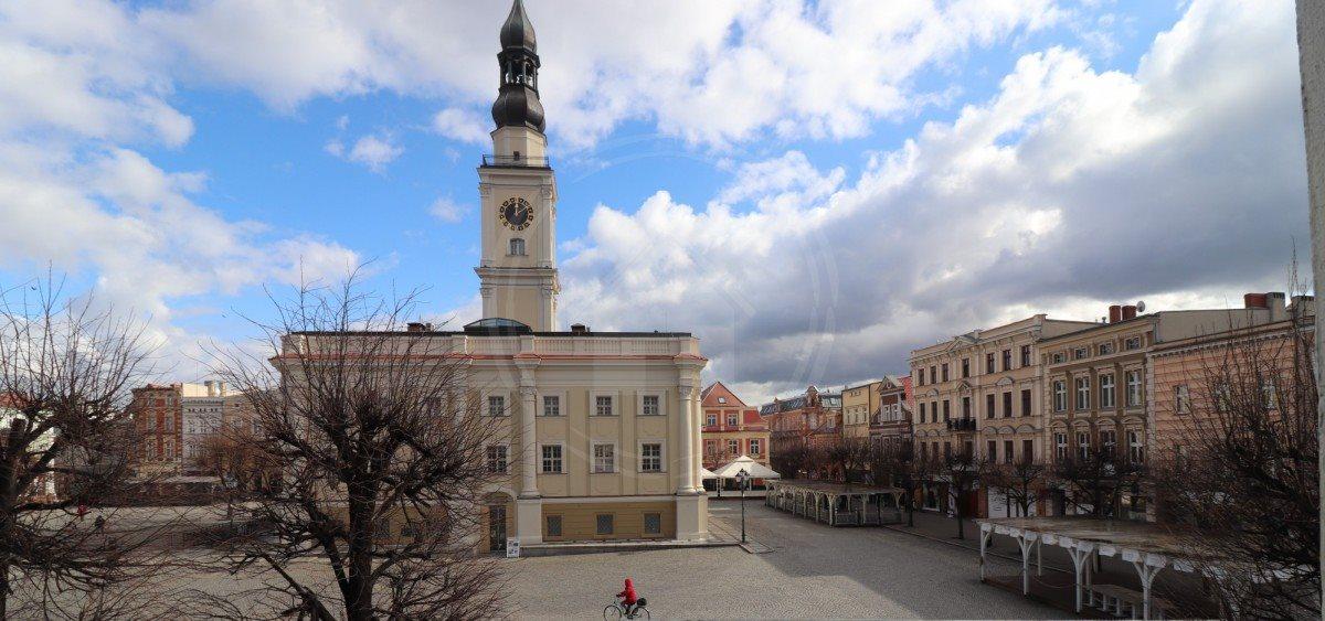 Lokal użytkowy na wynajem Leszno, Rynek  100m2 Foto 1