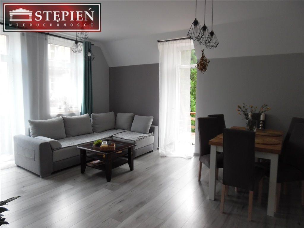 Mieszkanie trzypokojowe na sprzedaż Jelenia Góra, Mała Poczta  59m2 Foto 1