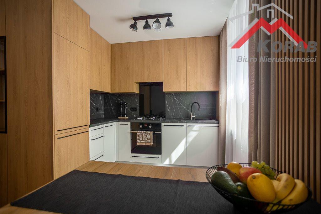 Mieszkanie trzypokojowe na sprzedaż Nowy Dwór Mazowiecki, Warszawska  68m2 Foto 1