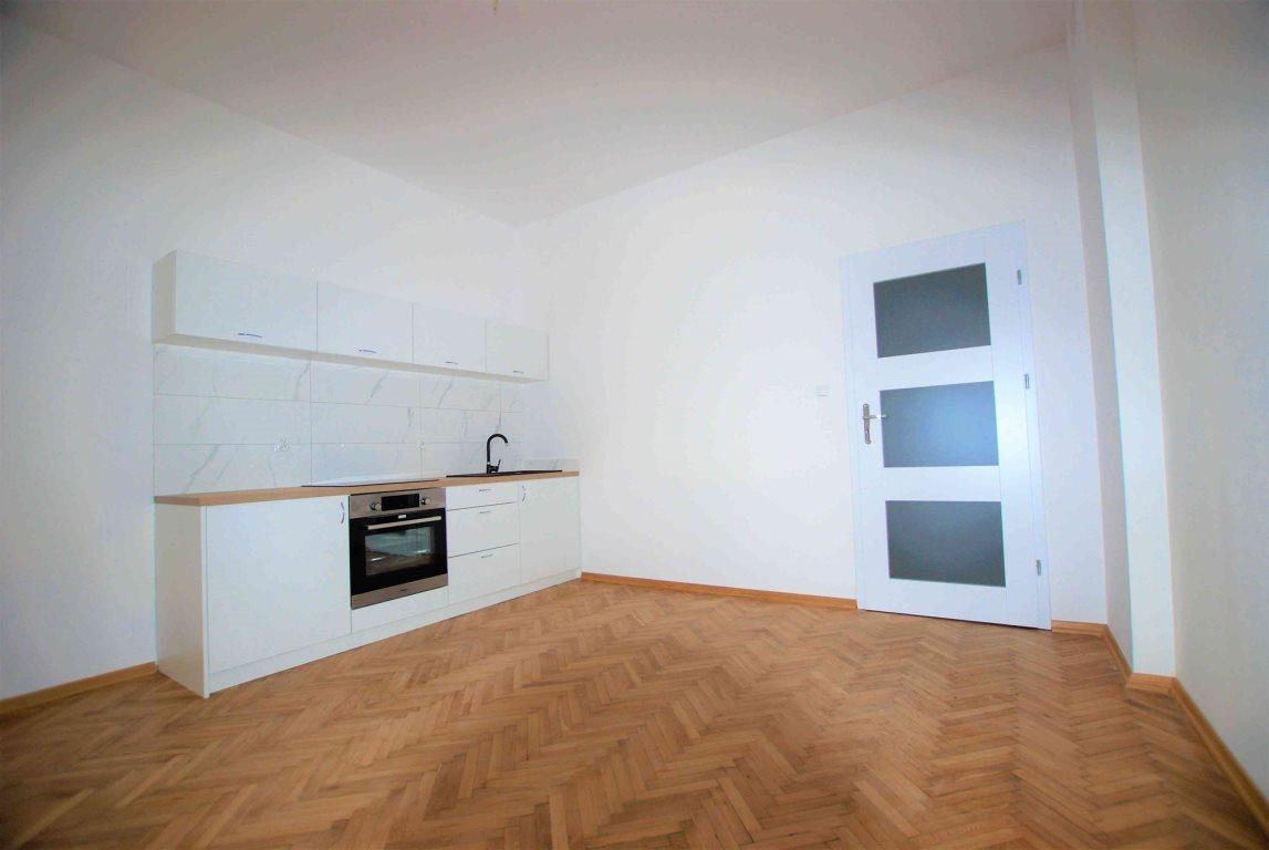 Mieszkanie dwupokojowe na wynajem Kielce, Centrum  54m2 Foto 1