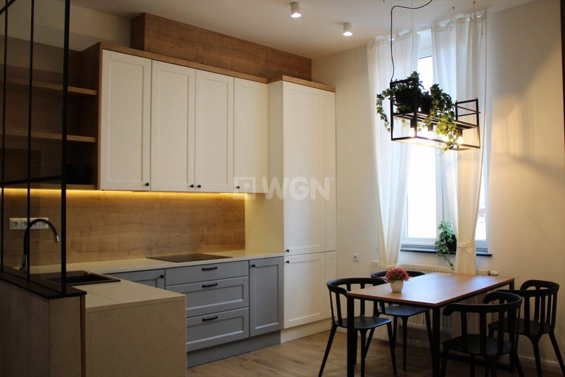 Mieszkanie trzypokojowe na sprzedaż Chrzanów, centrum, Centrum  79m2 Foto 1