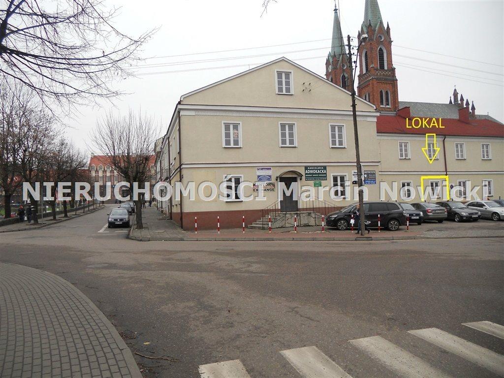 Lokal użytkowy na wynajem Kutno, Plac Wolności  14m2 Foto 1