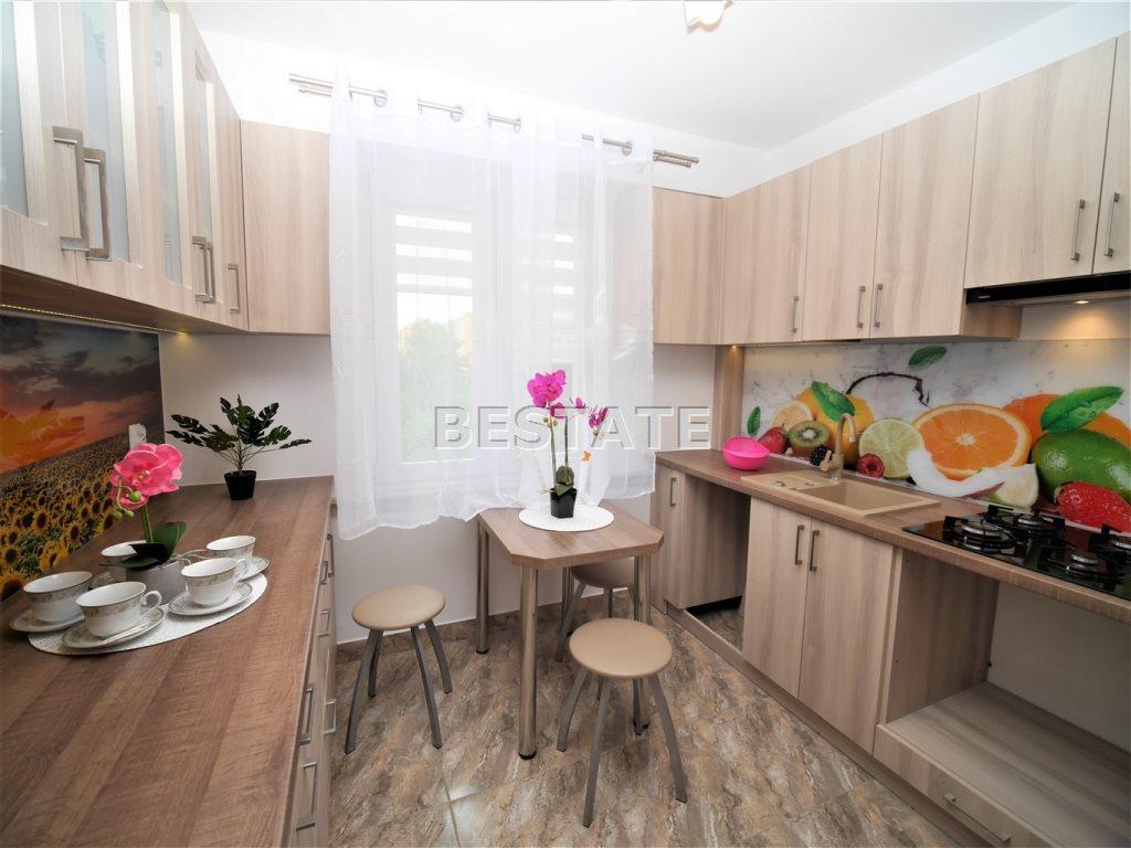 Mieszkanie czteropokojowe  na sprzedaż Tarnów  87m2 Foto 1
