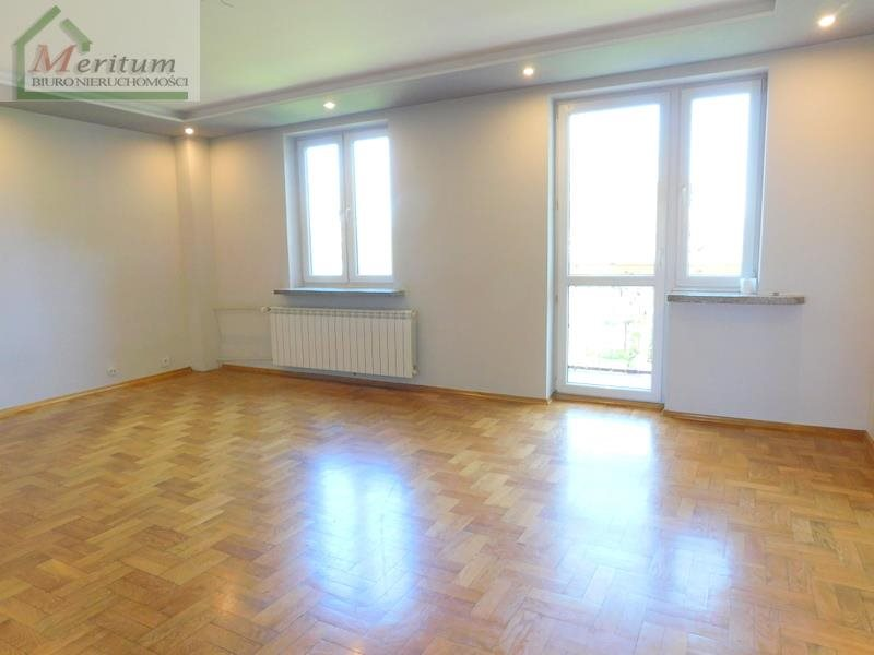 Mieszkanie trzypokojowe na sprzedaż Nowy Sącz, Grunwaldzka  68m2 Foto 1