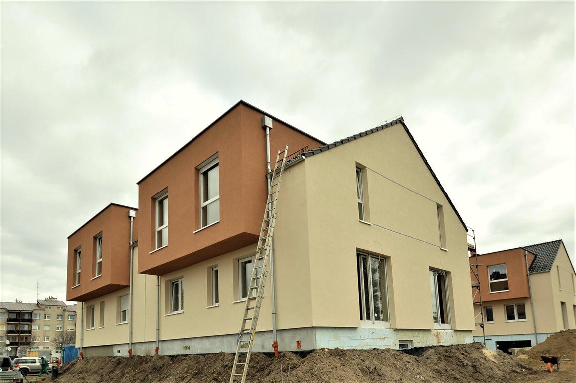 Mieszkanie trzypokojowe na sprzedaż Dobrzeń Wielki  77m2 Foto 1