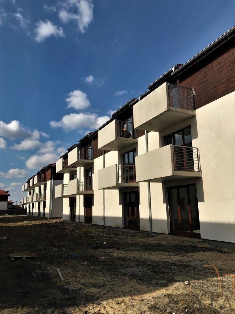 Mieszkanie trzypokojowe na sprzedaż Kiełczów  65m2 Foto 1