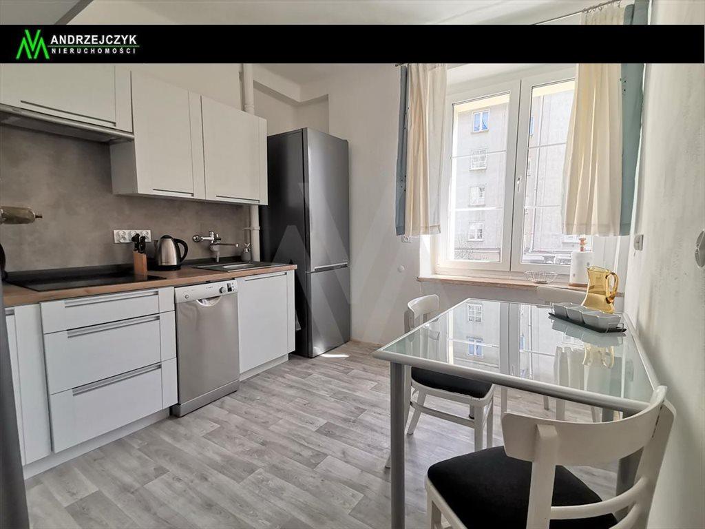 Mieszkanie dwupokojowe na wynajem Gdynia, Śródmieście, Kamienna Góra, PIŁSUDSKIEGO JÓZEFA  56m2 Foto 1